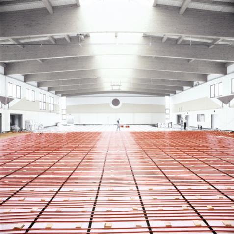 Ενδοδαπέδια θέρμανση για χώρους με μεγάλο ύψος.
