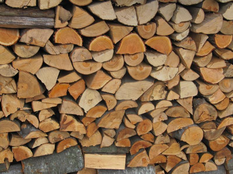 Καύσιμη ξυλεία πεύκο